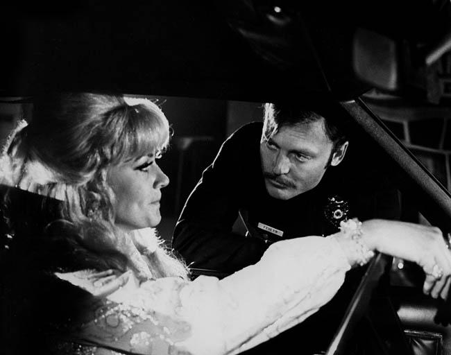 Stacy Keach dans Les flics ne dorment pas la nuit de Richard Fleischer