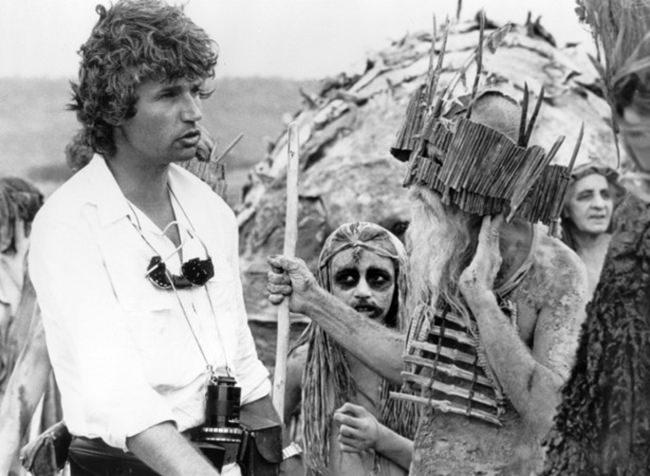Jean-Jacques Annaud sur le tournage de La Guerre du feu