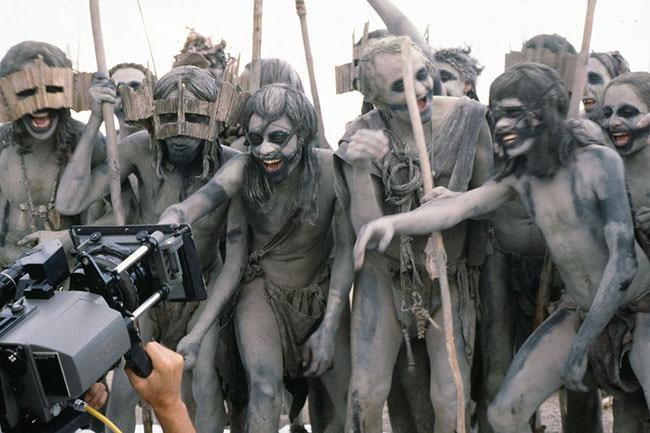 Tribu sur le tournage de la guerre du feu de Jean-Jacques Annaud