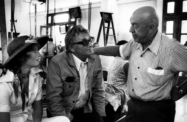 Isabelle et Robert MItchum sur le tournage de Rosebud d'Otto Preminger